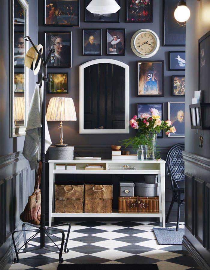 Peindre son couloir via des murs bleu nuit