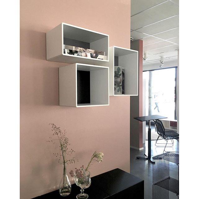 Make a decorative wall display with different module sizes. #montanafurniture #danishdesign #makingroomforpersonality #interiorinspiation #storagedesign #showroom #oslo #interiordesign #innredning