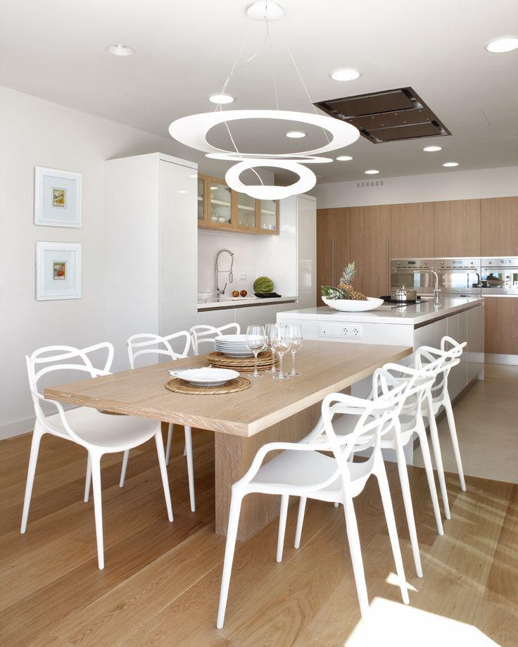 Molins Interiors // arquitectura interior - interiorismo - cocina - comedor - espacios - isla - lámpara decorativa