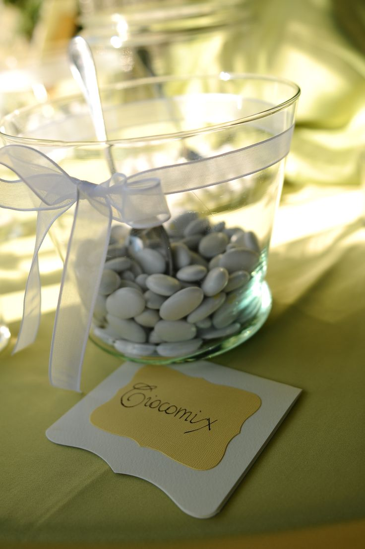 Confetti Table #tuscanywedding #confetti #weddingplanner #biancobouquet