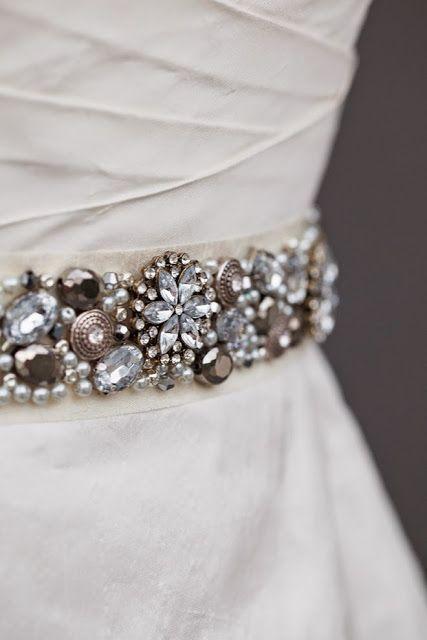 DIY:  Cinturón de pedrería para vestido de novia