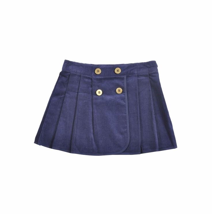 """Falda para niña de """"corduroy"""", en color azul marino. Falda con tachones y con cuatro botones dorados al frente."""