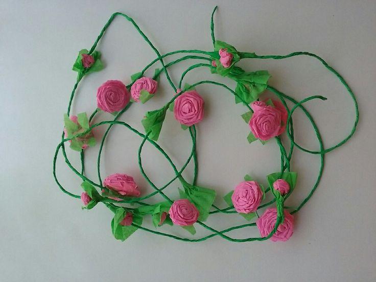 Ghirlanda de trandafiri din hartie -roz