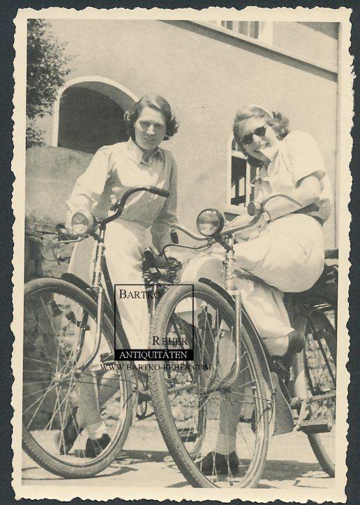 Foto ca. 1940 Fahrrad Velo mit hübschen Mädchen - bicycle bike