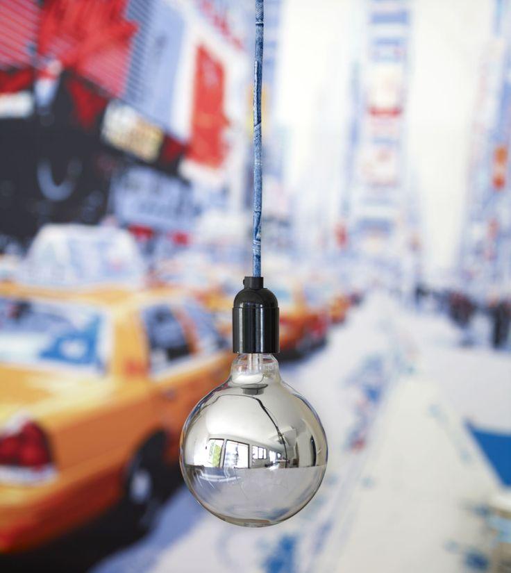 Suspension luminaire design avec grosse ampoule et fil électrique décoré jean's