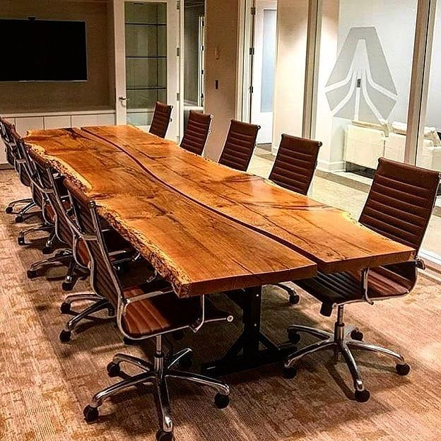 Ein riesiger 5-Meter-Tisch aus zwei …