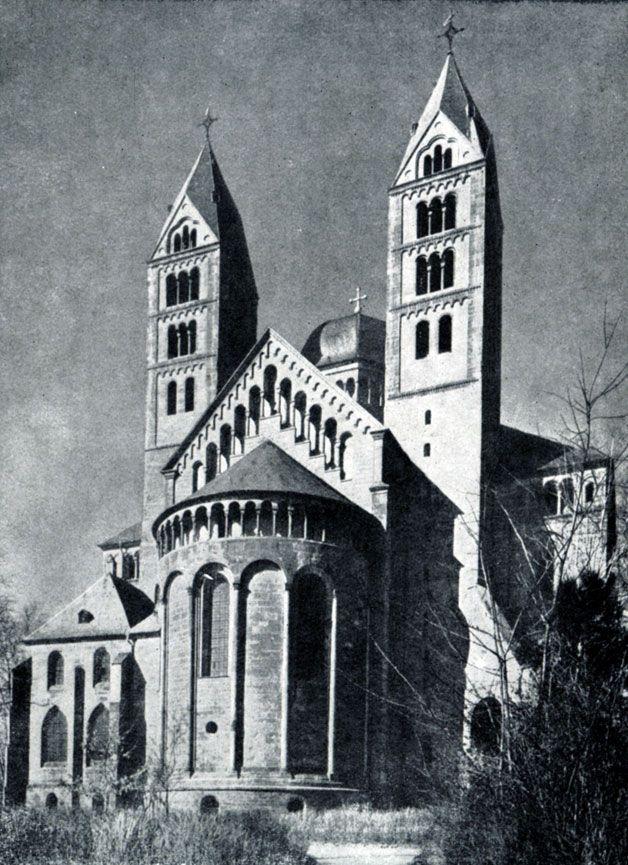 249 б. Собор св. Марии и св. Стефана в Шпейере. Начат в 11 в. Западный фасад.