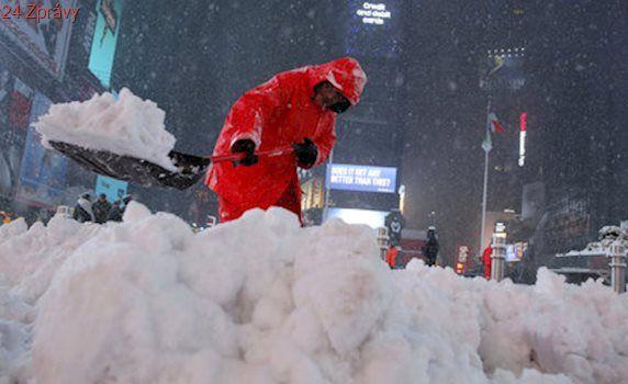 Na New York a okolí se řítí bouře Stella. Kvůli počasí neodletěla ani Merkelová