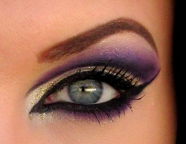 Purple and goldPurple Eyeshadows, Cat Eye, Eye Makeup, Eye Colors, Dramatic Eye, Beautiful, Makeup Ideas, Eyemakeup, Green Eye