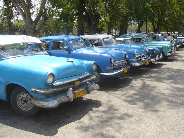 La Habana, Parque de la Fraternidad (1,2,3,4,5... blue classic cars - 1953 Ford, 1951 Ford, 1954 Chevrolet, 1957 Ford, 1953 Chevrolet...) - Cuba