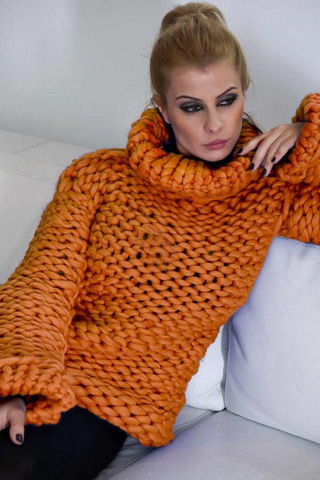 langer Pullover mit Rollkragen  aus 100 % Merinowolle  handgestrickt  sehr flauschige und weiche Volumenwolle  Der bestellte Artikel wird nach Auftragseingang für Sie in Handarbeit...