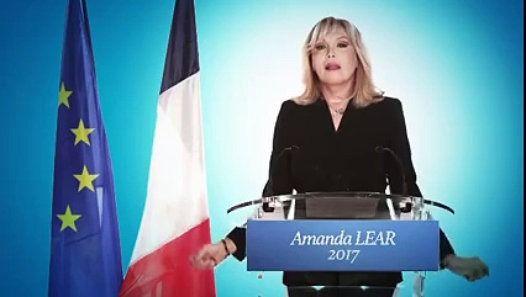 Amanda Lear candidates pour la présidentielle 2017 - http://www.newstube.fr/amanda-lear-candidates-pour-la-presidentielle-2017/ #AmandaLear, #AmandaLear2017, #AmandaLearPrésidentielle, #Présidentielle