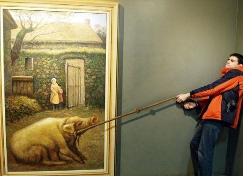 A 3D Trick-Eye Art Museum Dedicated To The Craft Of Posing With Amusing Photos (28Photos). View full gallery - http://www.officiallyfun.com/2014/03/a-3d-trick-eye-art-museum-dedicated-to-the-craft-of-posing-with-amusing-photos-28-photos/ fun