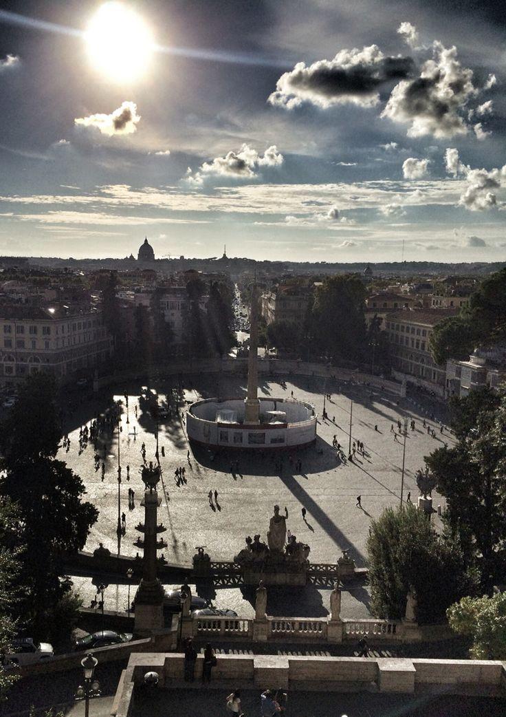 イタリア ローマ ポポロ広場は、古くから交通の要所であり、ローマの入口に当たる場所。