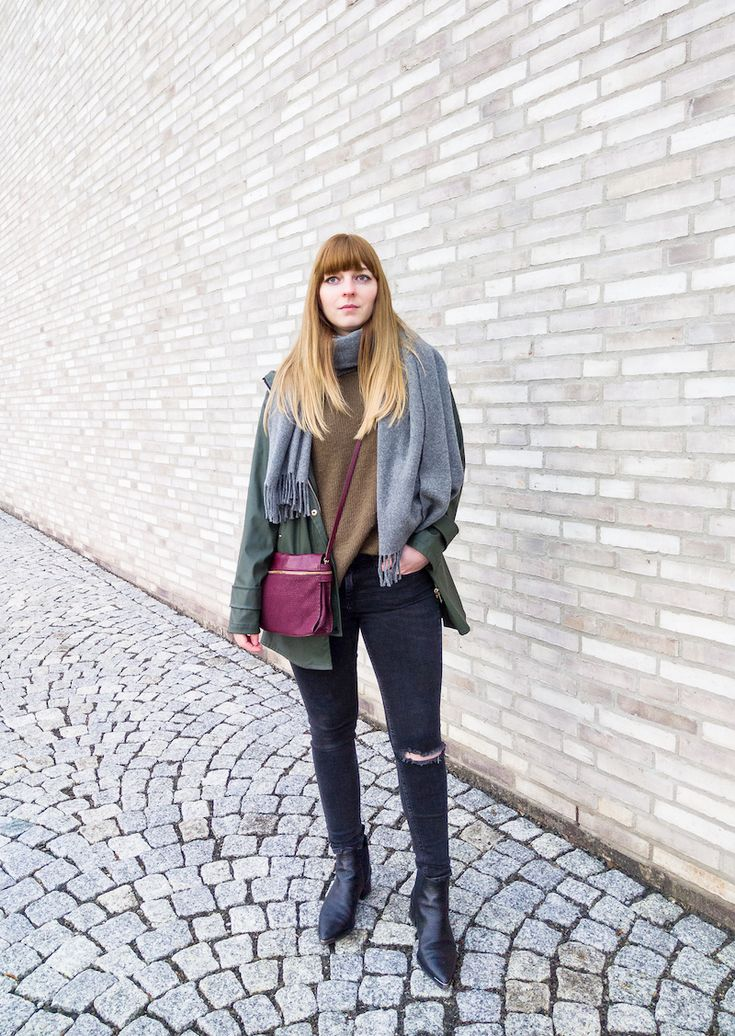 Outfit, Regenjacke, Khaki, Strickpullover, ripped Jeans, burgundy bag, Acne Studios, Jensen Boots, Canada Schal, Style