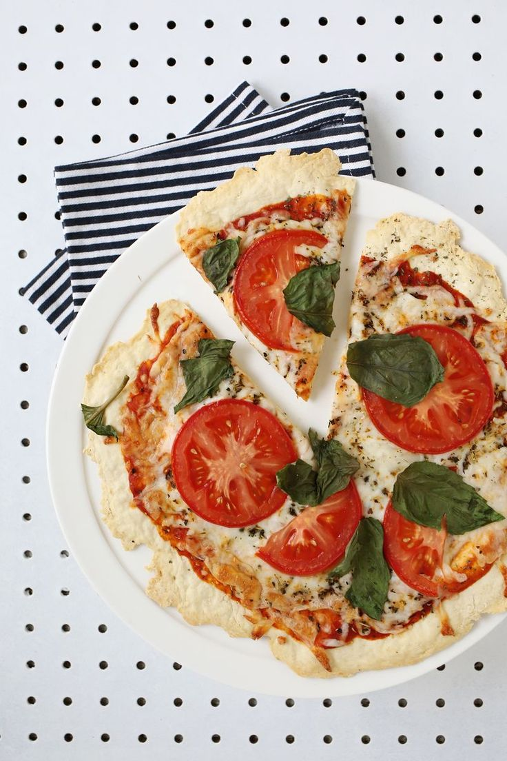 The best yeast-free pizza dough recipe (click through for recipe)