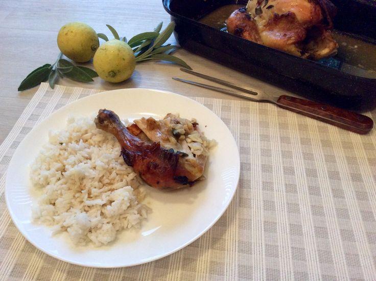 Kuře pečené se šalvějí, česnekem a citrónem pod kůží s rýží