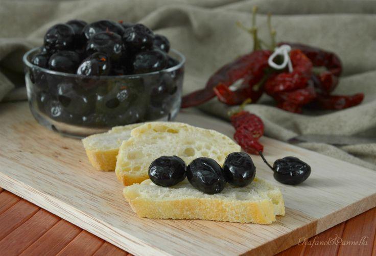 Le olive nere al forno. Una vera e propria prelibatezza da consumare a tavola come contorno o semplicemente come stuzzichino e che può ...