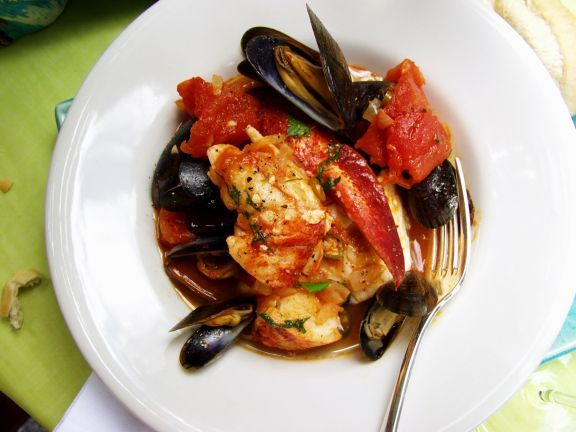 Muschel-Hummereintopf mit Tomaten auf kreolische Art ist ein Rezept mit frischen Zutaten aus der Kategorie Hummer. Probieren Sie dieses und weitere Rezepte von EAT SMARTER!
