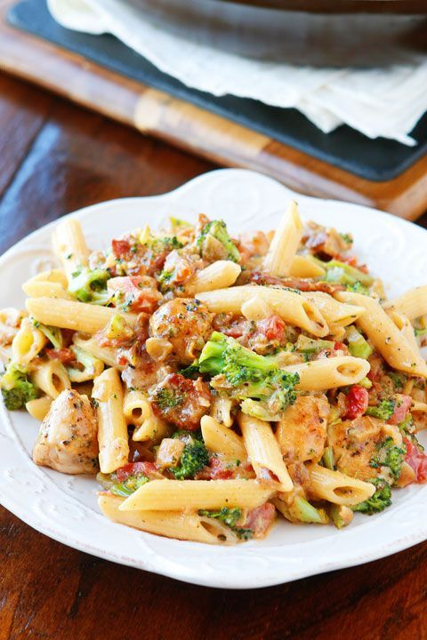 This pasta honestly hasso much going for it. It's like an ultra creamy, cheesy broccoli soup with bacon, chicken, and pasta. Seriously what on earth could be better?? ? Cheesy. Bacon. Pasta. Need I say more??? Make this tonight for a dinner that everyone will love!!! All you need to make this creamy pasta are …