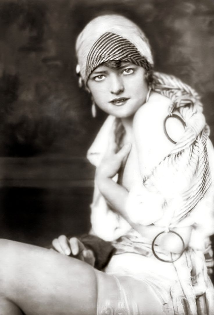 Ziegfeld Girls: Cheney Johnston, Vintage Everyday, Alfred Cheney, Girls Generation, 1920S Fashion, Burlesque, Ziegfeld Folli, Vintage Photo, Ziegfeld Girls