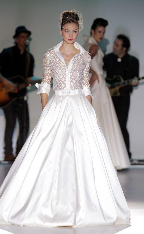 Vestido novia manga larga con escote en pico Palabra de www.palmiracompilar.com #homenajeatuangel