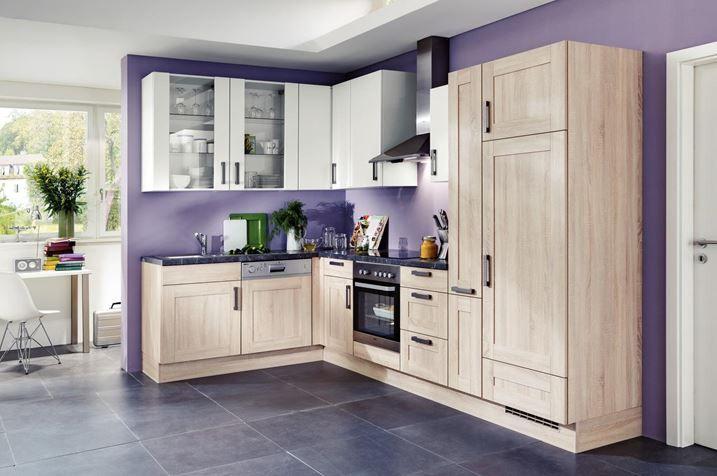 Violet poate fi o culoare potrivita pentru orice bucatarie. #violet #kikaromania #bucatarie #mobilier #decoratiuni #amenajari #hota