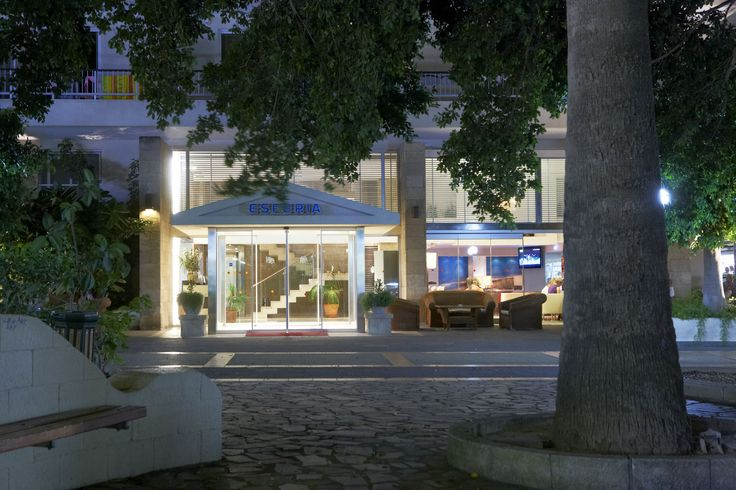 Esperia 3*, is located in the city center of Rhodes, just 5 minutes from the beach. Many options of restaurants, bars and shops to choose from are within walking distance from the hotel