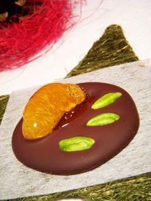 Mignardises : Mendiants au chocolat noir, pistaches & clémentines caramélisées