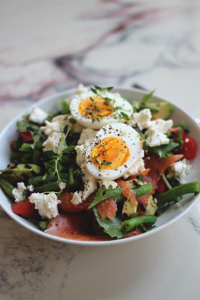 Salat med svart ris, røkelaks, egg & fetaost