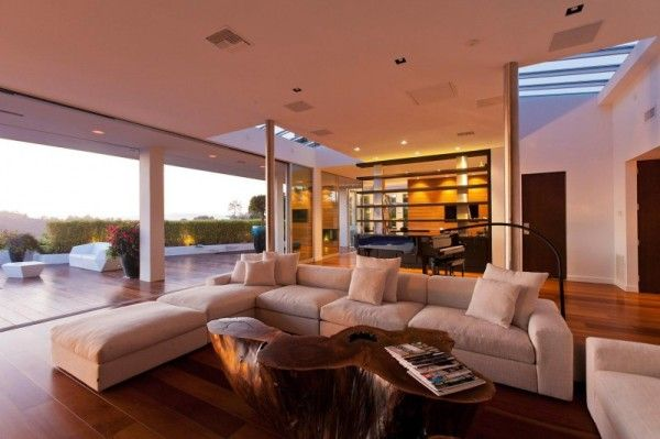 Wooden Floor from Luxury Outdoor House with Swimming Pool in Beverly Hills LA1 600x399 Luxury Outdoor House with Swimming Pool in Beverly Hills, LA