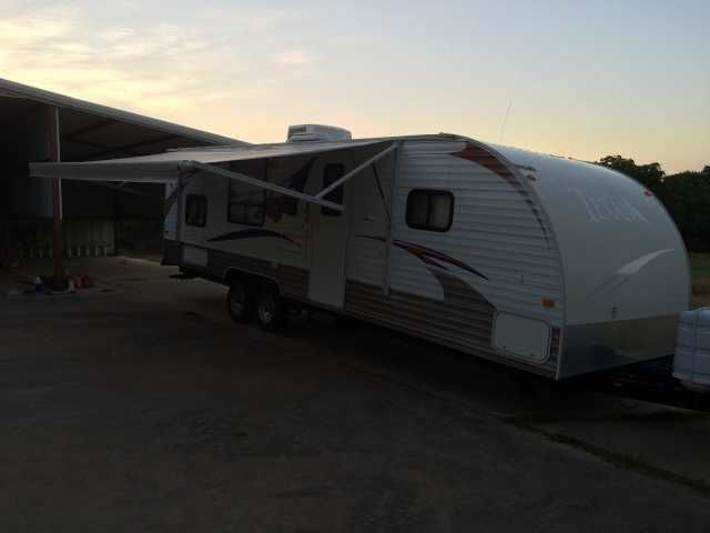 2010 Used Skyline Texan 2740 Travel Trailer in Texas TX.Recreational Vehicle, rv, Reduced! 2010 Skyline Texan 2740, The trailer is close to 28 feet in length (close to 31 feet including the hitch) We are the original owners. The average NADA value with options is a little over $15500. We took some off for some minor cosmetic things. For example we had the front decal professionally removed because of peeling. However we just bought a new battery and new tires. We spent a few weeks in it this…