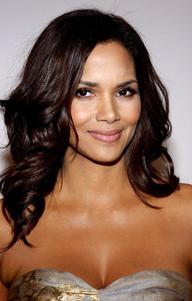 Halle Berry is on the list of Actors Who Somehow Looked Older in the 90s Than They Do Now