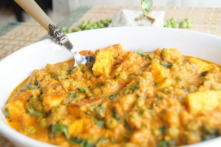 A wonderful dish made from green peas and cottage cheese. This wonderful dish goes along well with chappatis and rotis.