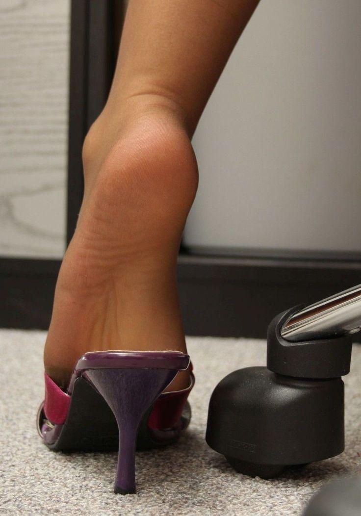 Black pantyhose shoeplay and footplay in sexy heels