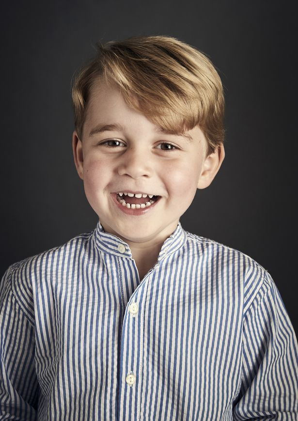 Prince George beams with delight in official photo released to celebrate 4th birthday weeks before he starts school - Mirror Online