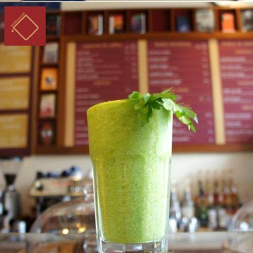 Green Detox - połączenie selera naciowego, świeżej cytryny, soczystego jabłka, pietruszki, szpinaku i słodkiego banan