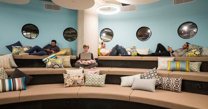 CA 테크놀로지는 최근 이스라엘 헤르츨리야에 2층을 넓게 쓰는 새로운 개발센터를 오픈했다. CA가 디자인팀에 제시한 가이드라인에는 젊고 역동적인 환경을 만들 것, 이를 통해 디자인 팀이 새로운 종류의 업무공간에서 멋진 아이디어를 생각해 낼 수 있도록 영감을 주면서도 독창적인 공간이기를 요청했다. 이러한 류의 창의적이면서도 오픈 디자인은 수많은 공적이면서도 비공적인 콜라보 공간에 활ㄷ용될 수 있는데, 다시 말..