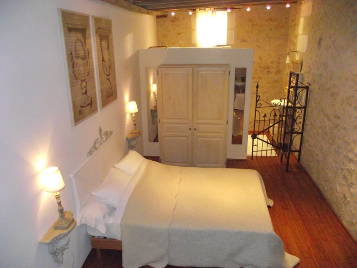 Bed and Breakfast with swimming pool in south Touraine. A quality stage to visit the Loire valley and take advantage of the nature in the suroundings (Louroux lake ...).