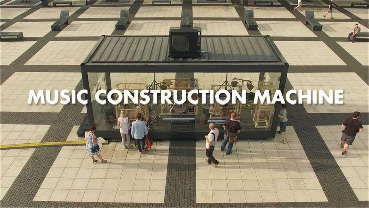 Niklas Roy hat in in Wrocław (Breslau), Polen, eine riesige, bis auf Verstärker, komplett mechanische Maschine gebaut, die per Kurbelsteuerung generative Musik (ein paar Samples auf Soundcloud) erzeugt. Mehr Bilder, GIFs und Infos gibt es hier The Music Construction Machine is a large, public, generative music box, which people can operate via a big hand [ ]