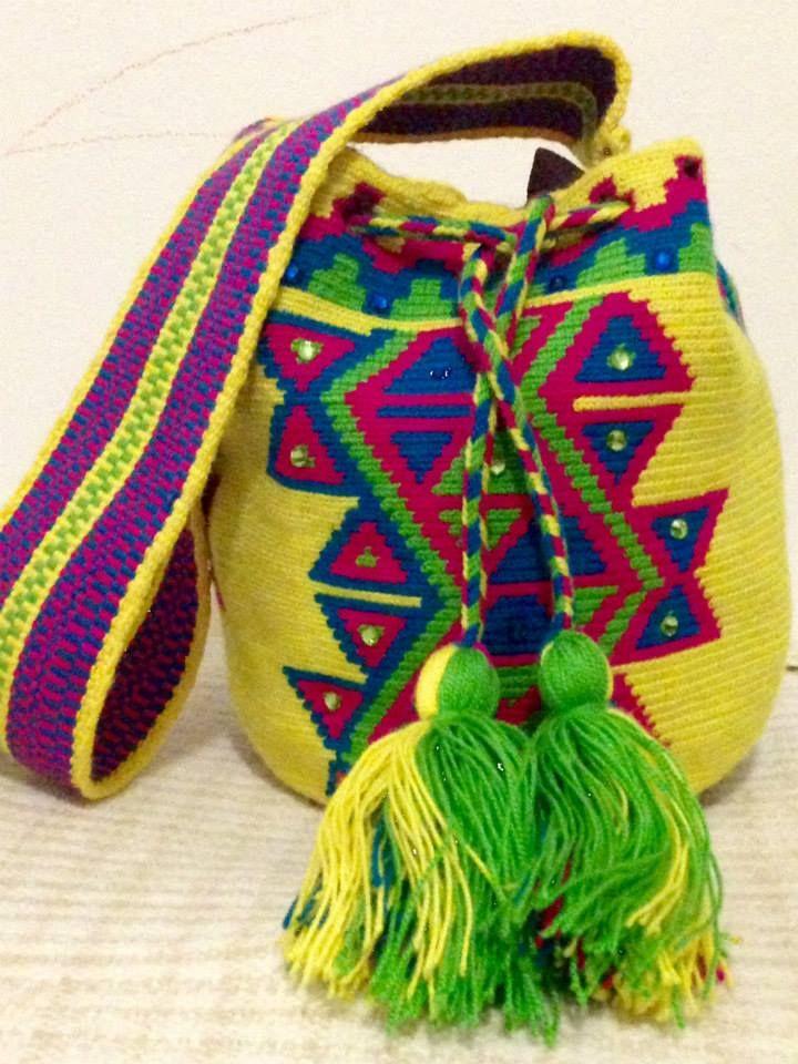 KAI. Bolso Wayuu 100% hecho a mano por los indígenas Wayuu. tumawayuu@gmail.com. Wayuu Bag 100% hand made by the Wayuu Indigenous Community of Venezuela/ Colombia