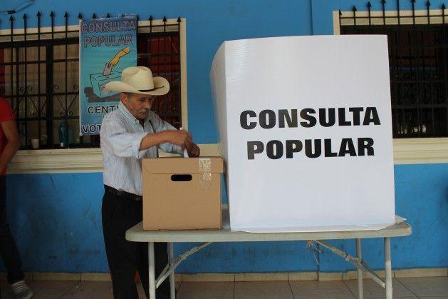 Voter at Cinquera Consultation, Feb 26. 2017. Credit: Aruna Dutt