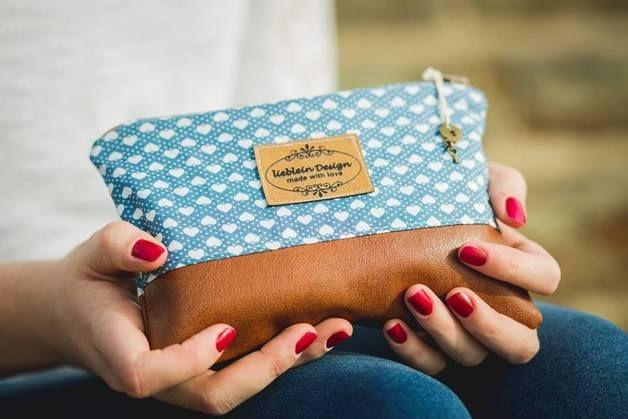 Schminktäschchen mit Punkten / cosmetic bag with dots by liebleinDesign via DaWanda.com