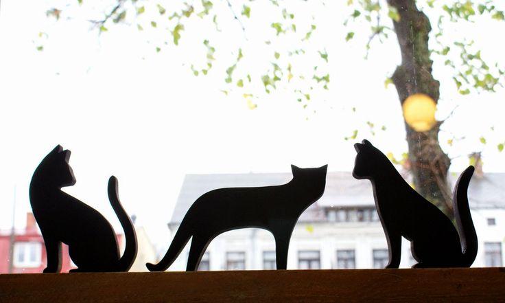 Czarne koty marzą o słońcu.   Pasiasty Stworek :: pracownia sztuki niewielkiej