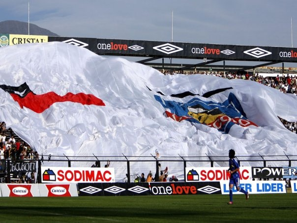 Bandera gigante. Estadio Monumental de Colo Colo.