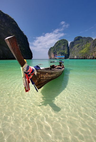 As I stare out the window at this dull dreary day, I wish I was somewhere far far away.... I wish I was back on this Koh Phi Phi bay, where I hope to return to again one day...