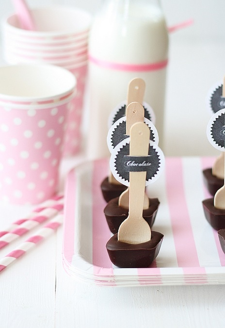 these are cute: Winter Parties, English Recipes, Chocolates Spoons, Moldings Chocolates Recipes, Hot Chocolates, Sweet Recipes, Desserts Drinks, Food Tags, Wooden Spoons