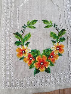 Beautiful floral cross stitch embroidered tablerunner tablecloth /doily in mint condition. Spotless. The size is: 28 x 11 The material is linen, cottonthread Iallso offer combined shipping and refund if the shipping cost is overpaid. Contact me if you have questions Thank you for visit