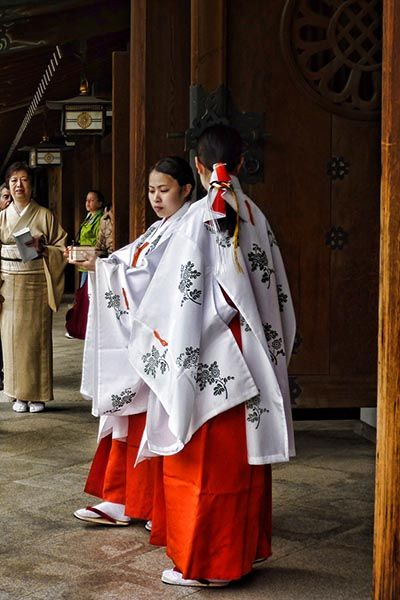 How to visit a Shinto Shrine in Japan