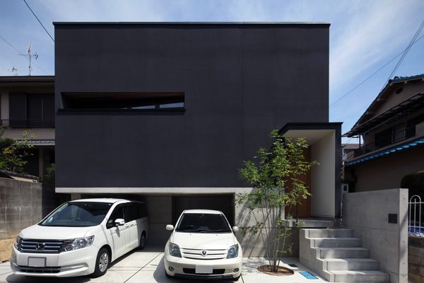 スキップフロアの家|黒い外観||注文住宅・自由設計・建築家と建てる家|アーキッシュギャラリー